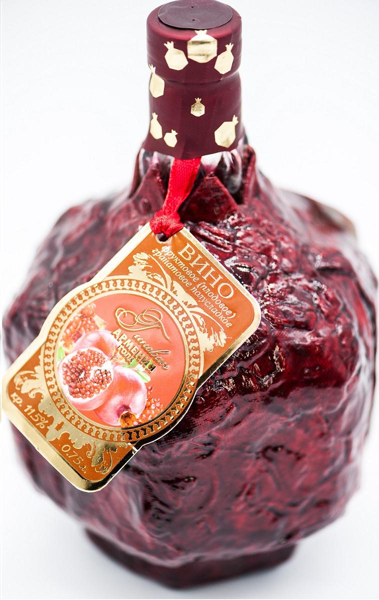 Гранатовое полусладкое в сувенирной бутылке Гиневан